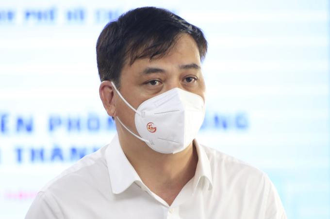 Phó chủ tịch UBND TP HCM Lê Hoà Bình tại buổi họp báo. Ảnh: Hữu Công