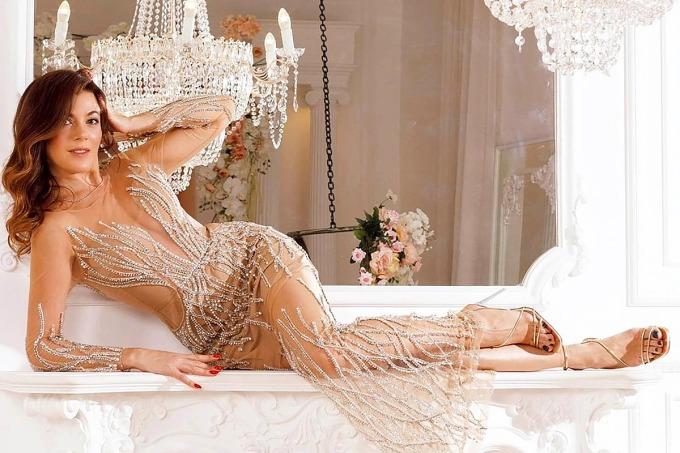Boyarskaya khoe thân hình quyến rõ trong bộ váy lấp lánh. Ảnh: East2West