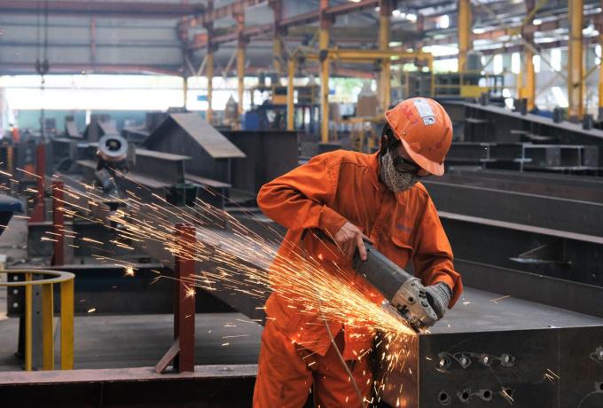 Công nhân Công ty Đại Dũng sản xuất khi nhà máy thực hiện 3 tại chỗ. Ảnh: An Phương