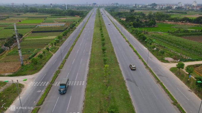 Tuyến đường trục Mê Linh nối các huyện Đông Anh, Mê Linh (Hà Nội) với huyện Bình Xuyên (tỉnh Vĩnh Phúc). Ảnh: Bá Đô.