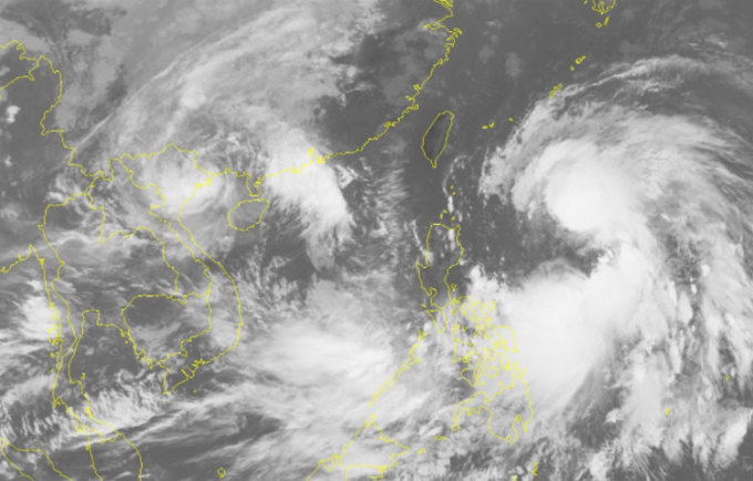 Ảnh chụp mây vệ tinh cơn bão Lionrock và Kompasu. Ảnh: NCHMF