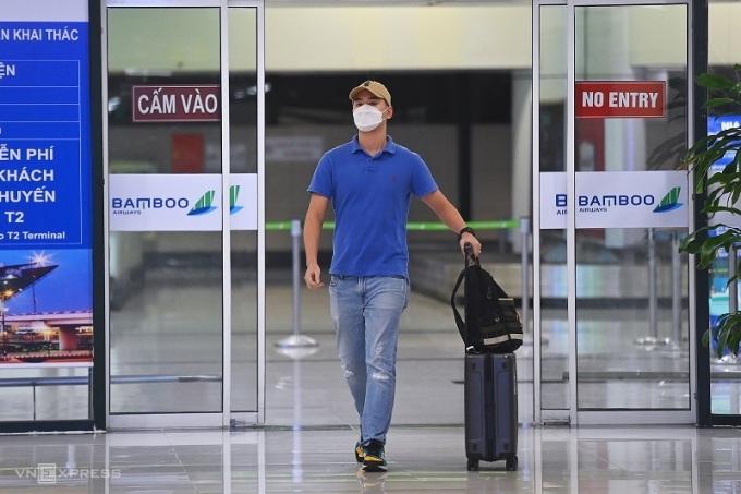 Nguyễn Hải Long vui mừng được trở về nhà sau hơn 2 tháng xa nhà. Ảnh: Giang Huy