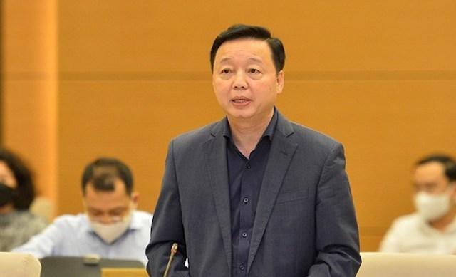 Bộ trưởng Bộ Tài nguyên và Môi trường Trần Hồng Hà trình bày tờ trình, chiều 13/10. Ảnh: Media QH
