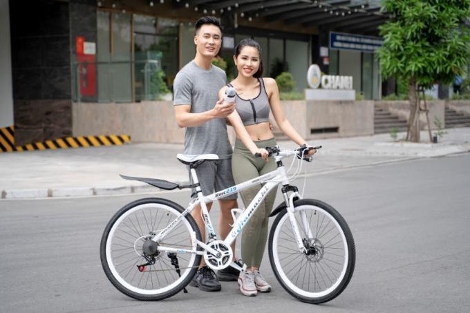 Người dùng bên chiếc xe đạp Hamachi.