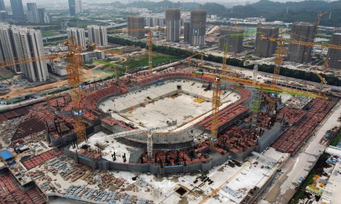 Sân vận động của câu lạc bộ Guangzhou F.C được khởi công vào năm ngoái. Ảnh: Reuters.