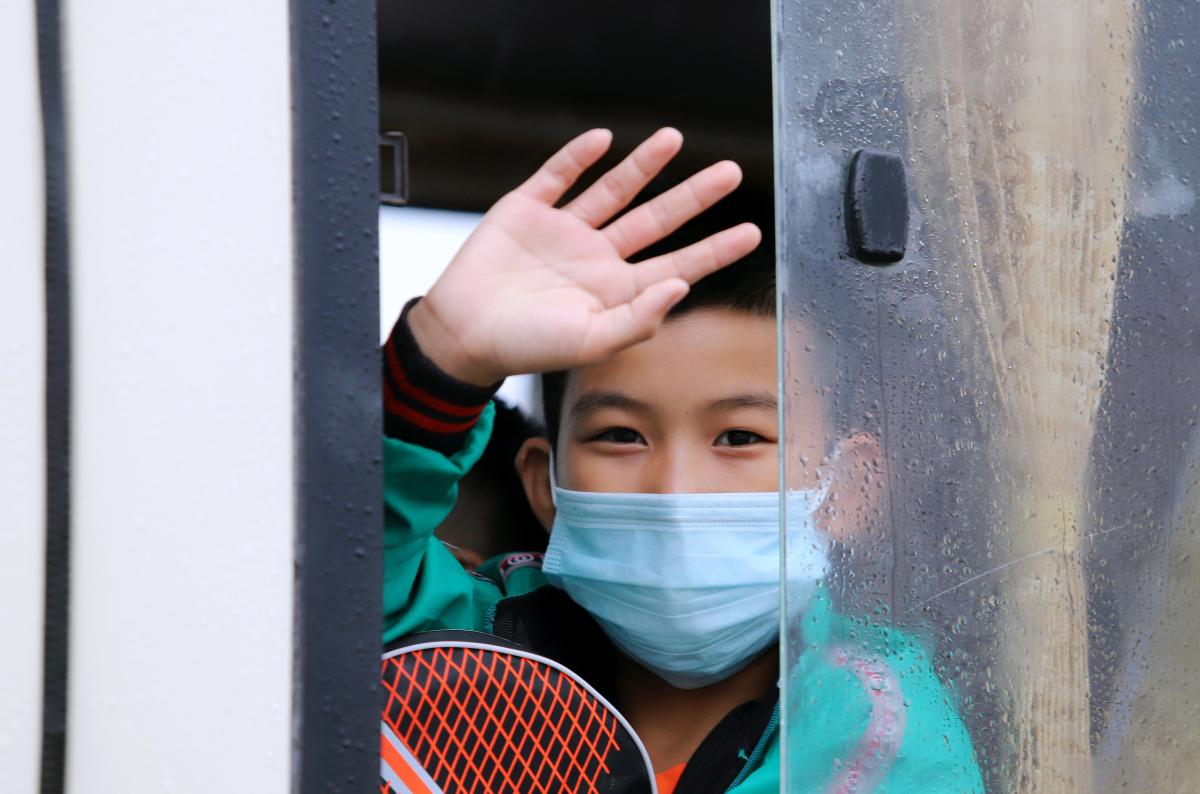 Hàng trăm học sinh mắc kẹt vì dịch được đón về quê