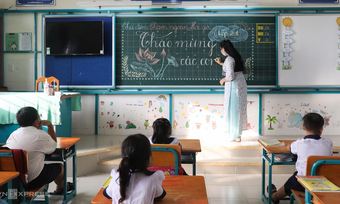 Ngày đầu trở lại trường của học sinh ở xã đảo TP HCM
