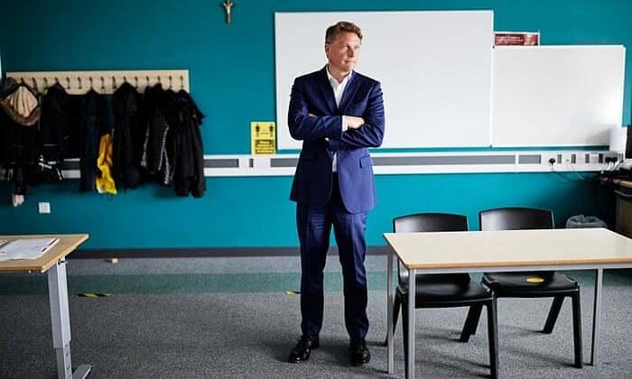 Trường học Anh vật lộn với Covid-19