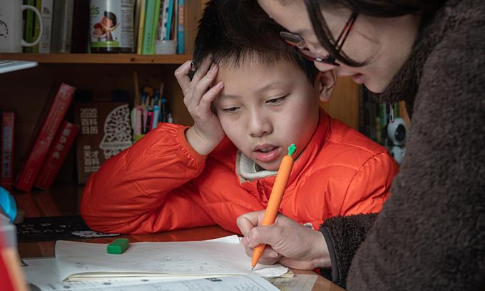 Gia sư Trung Quốc tìm cách sống sót sau khi bị cấm dạy