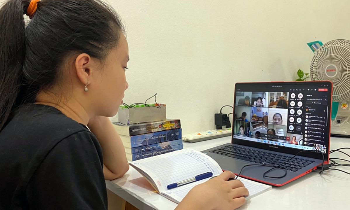 Nhà trường đổi mới cách thi, giảm áp lực học online